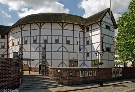 Gli studenti di Tunbridge Wells oggi al Globe Theatre di Londra!