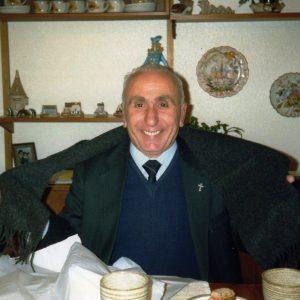 Don Dino Berti in visita in Gran Bretagna, 1988 (foto: Maggie Anderson).