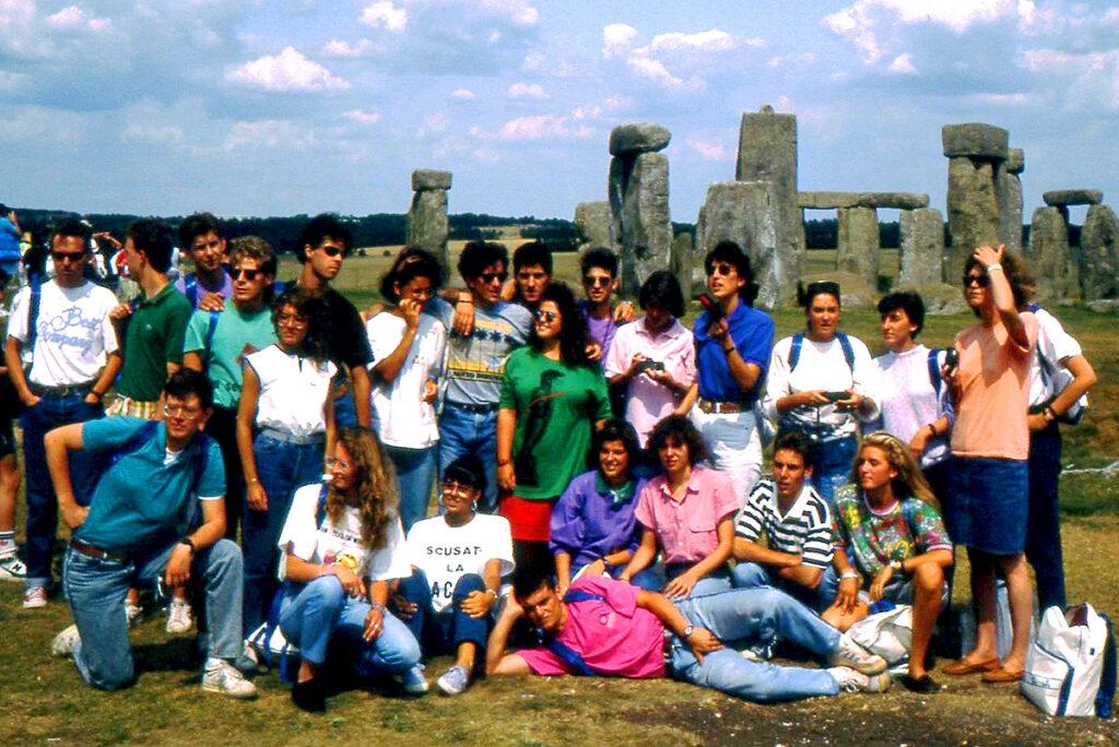 Gruppo TGS Eurogroup in visita a Stonehenge, UK, 1989 (foto: Archivio TGS Eurogroup)